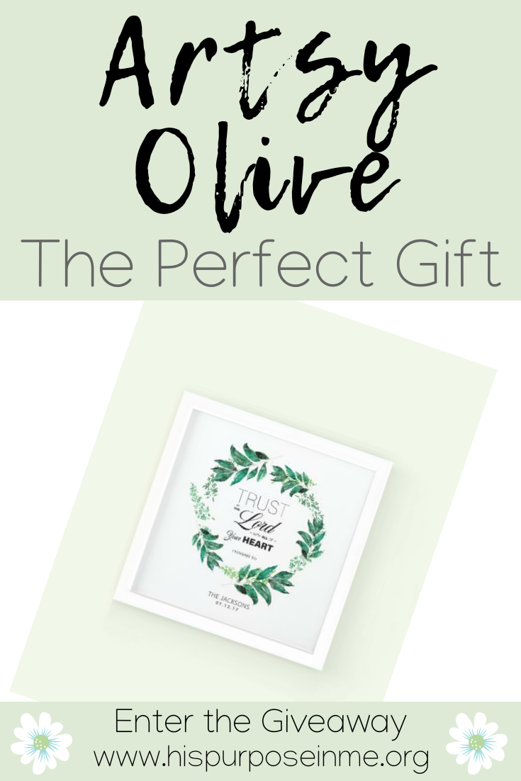 Do you still looking for the perfect gift? I understand, this can take time when we want something unique and different for our loved ones. I always look for inspiring gifts, uplifting gifts, gifts with a message and with a purpose. I had the opportunity of personalizing a framed print from Artsy Olive and here I share with you my experience.